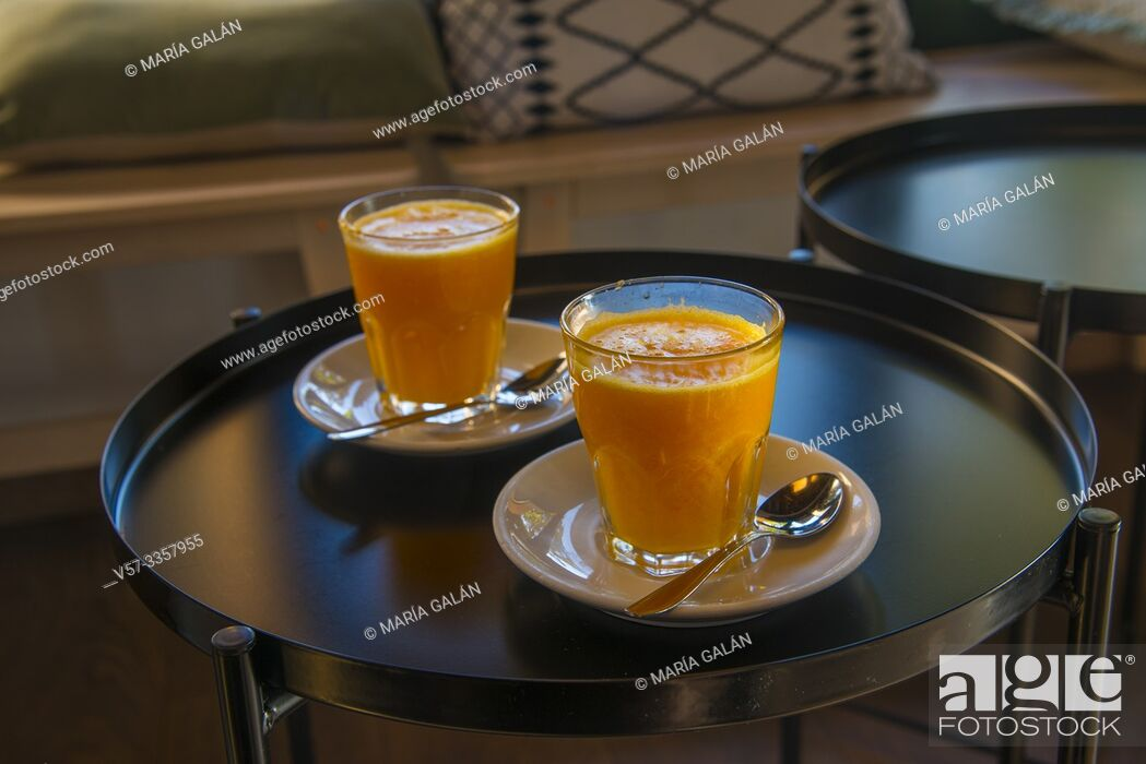 Imagen: Two glasses of orange juice.