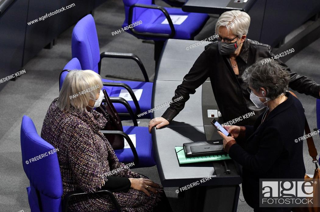 Imagen: Claudia Roth, Maria Klein-Schmeink and Britta Hasselmann at the 215th session of the German Bundestag in the Reichstag building. Berlin, 04.03.