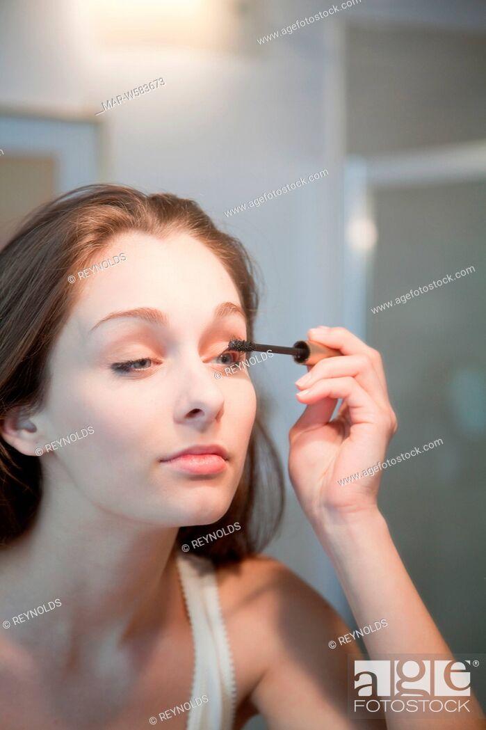 Stock Photo: donna make-up.