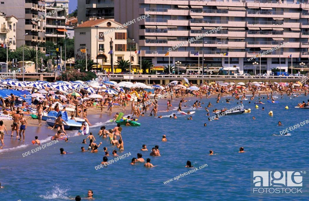 Stock Photo: France, St. Raphael. Mediterranean beach scene.