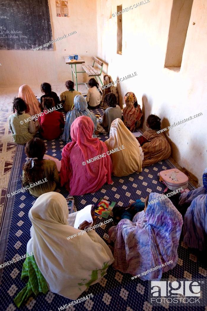 Stock Photo: Mauritania, Adrar, Chinguetti area, Leguerara, school.