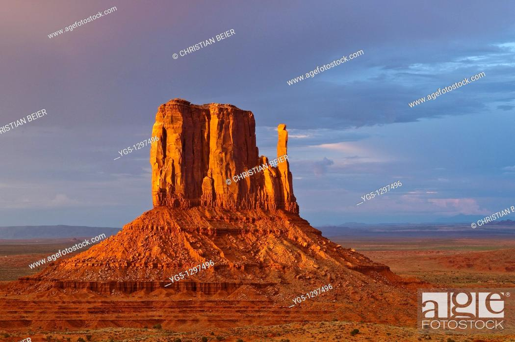 Stock Photo: West Buttes in the last light during a storm, Monument Valley, Arizona, USA.