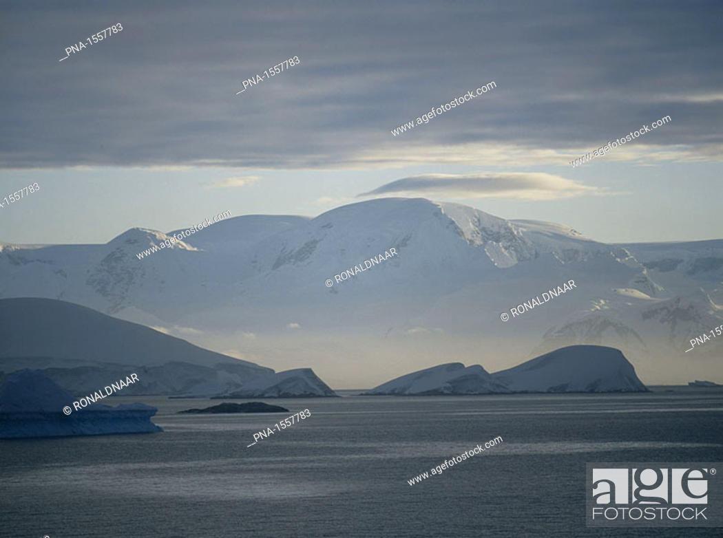 Stock Photo: Mountains on the Antarctic Peninsula.