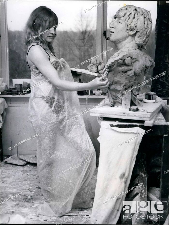 Imagen: 1968 - Working in clay is dusty work - hence the plastic wrapping round sculptress Liz Moore while she works on a bust of Beatle John in her Surrey studio.