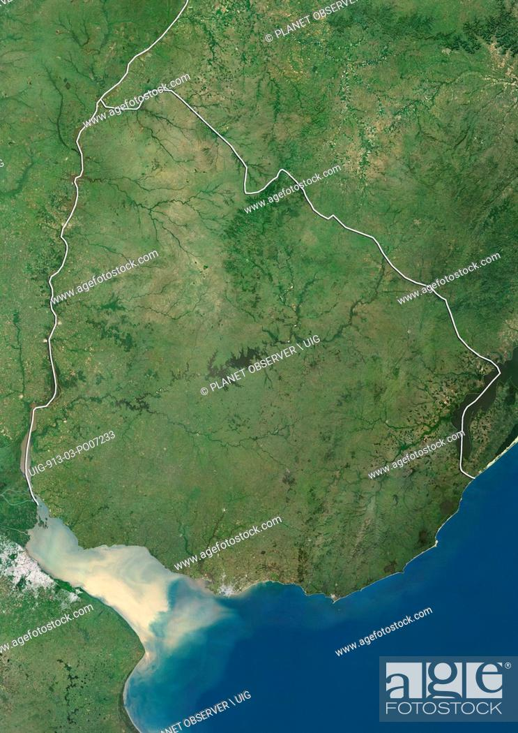 Imagen: Satellite view of Uruguay (with country boundaries). This image was compiled from data acquired by Landsat satellites.