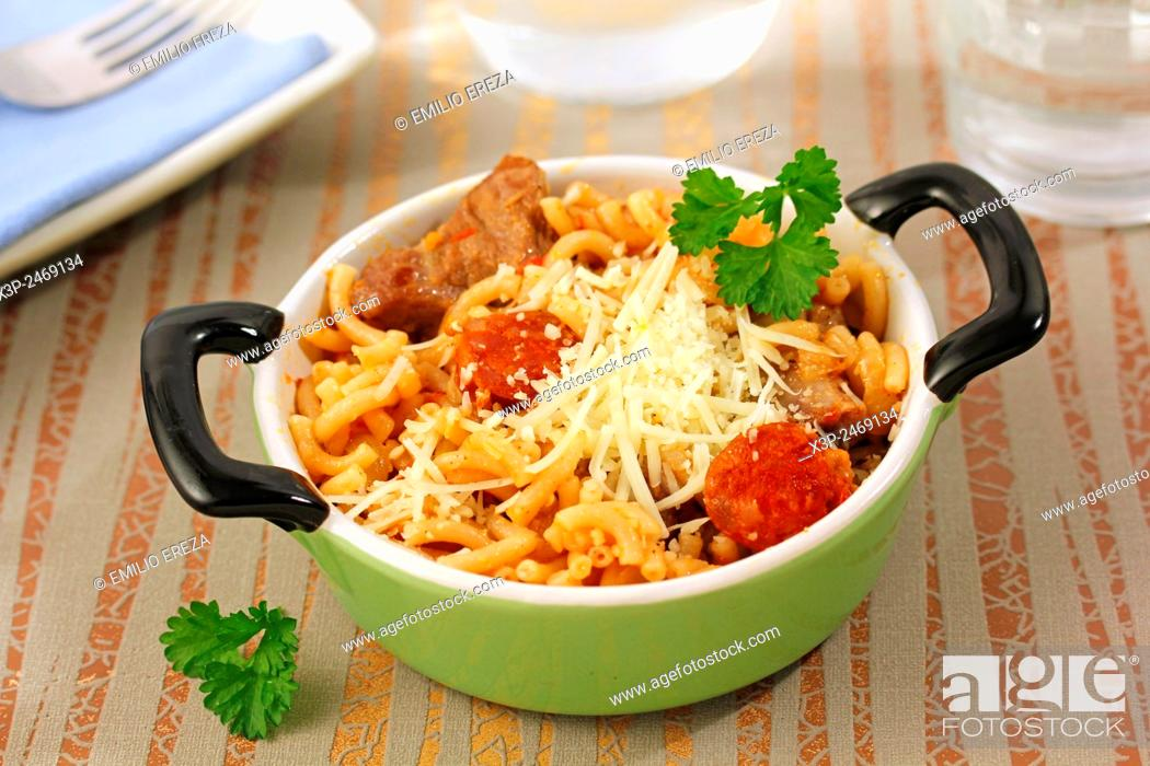 Imagen: Noodles with chorizo.