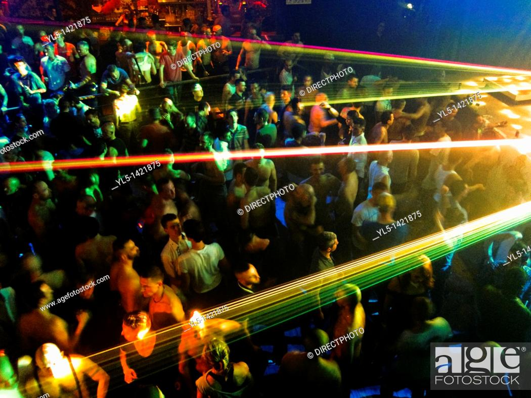 Imagen: Paris, France, Gay Nightclub, Gays Dancing, Scream Party Night, La Machine CLub du Moulin Rouge.