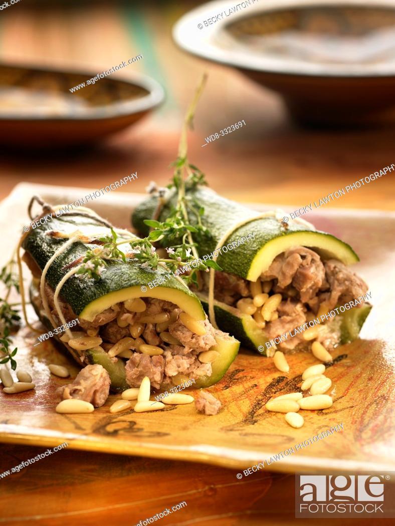 Stock Photo: calabacines al estilo sirio, rellenos de carne de cordero picada.
