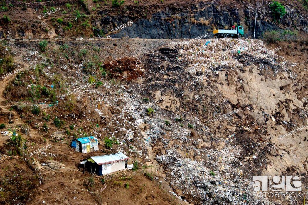 Imagen: GARBAGE AND WASTE DUMPED ON WAYSIDE, KERALA.