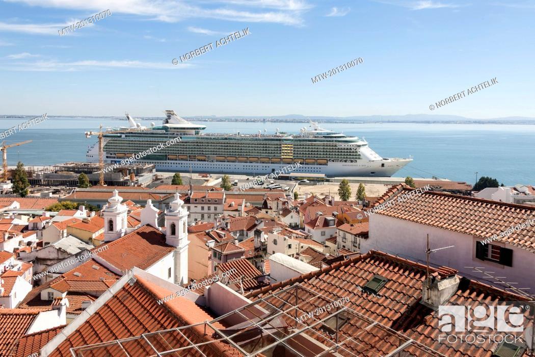 Imagen: Royal cruise ship at harbour, Lisbon, Portugal.