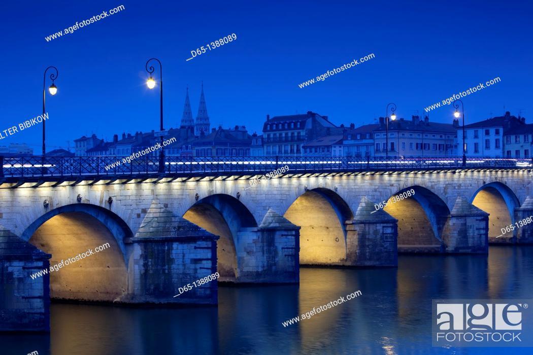 Stock Photo: France, Saone-et-Loire Department, Burgundy Region, Maconnais Area, Macon, Pont St-Laurent bridge, evening.
