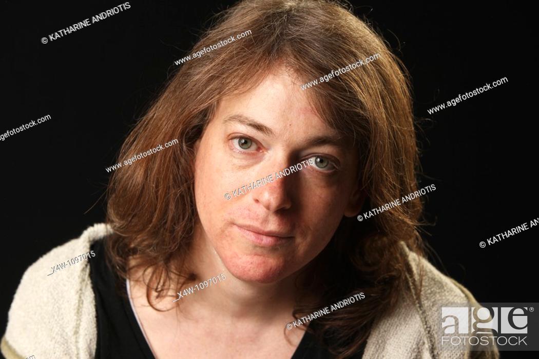 Imagen: Portrait of male to female transgender woman in mid-transition.