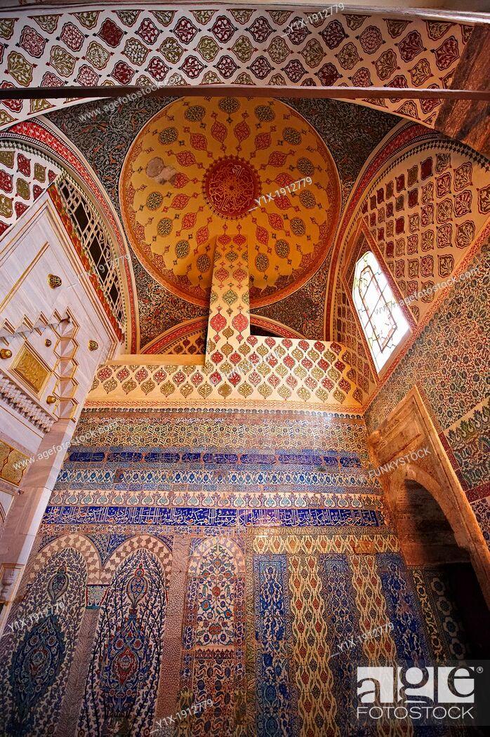 Stock Photo: Iznik arabesque tiles in the Topkapi Palace, Istanbul, Turkey.
