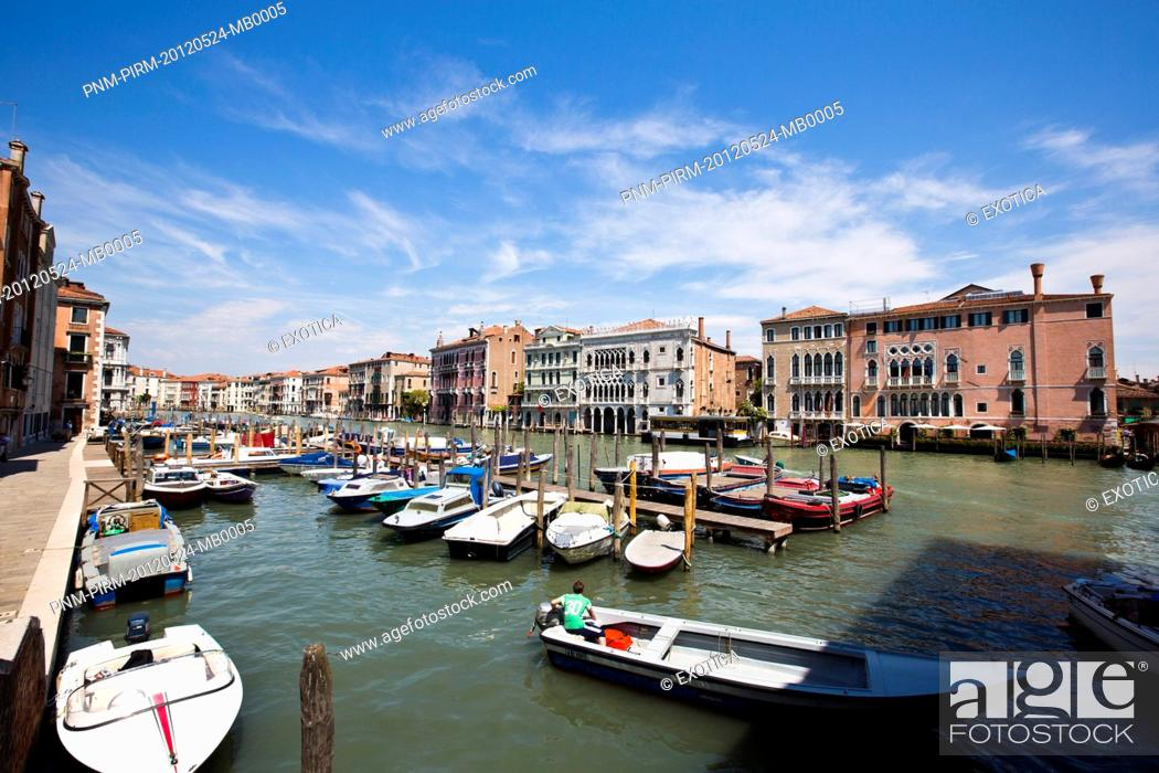 Photo de stock: Boats in the canal, Murano, Venice, Veneto, Italy.
