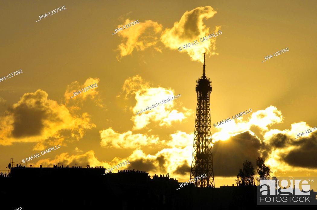 Stock Photo: Eiffel tower at sunset, Paris, France.