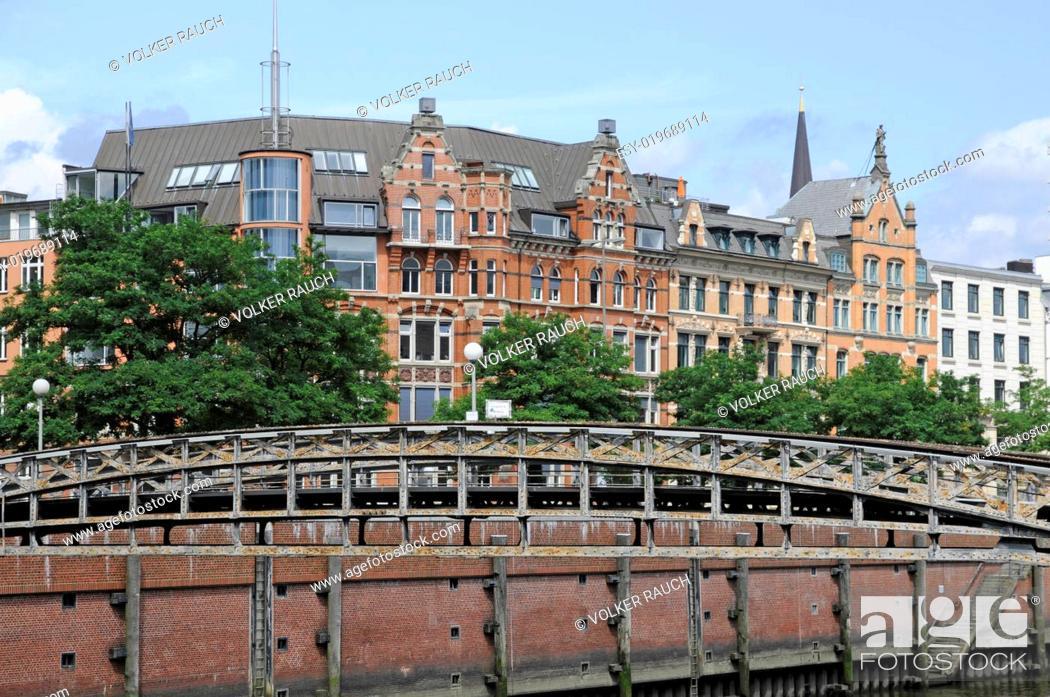 Stock Photo: Brücke nahe der Speicherstadt in Hamburg.