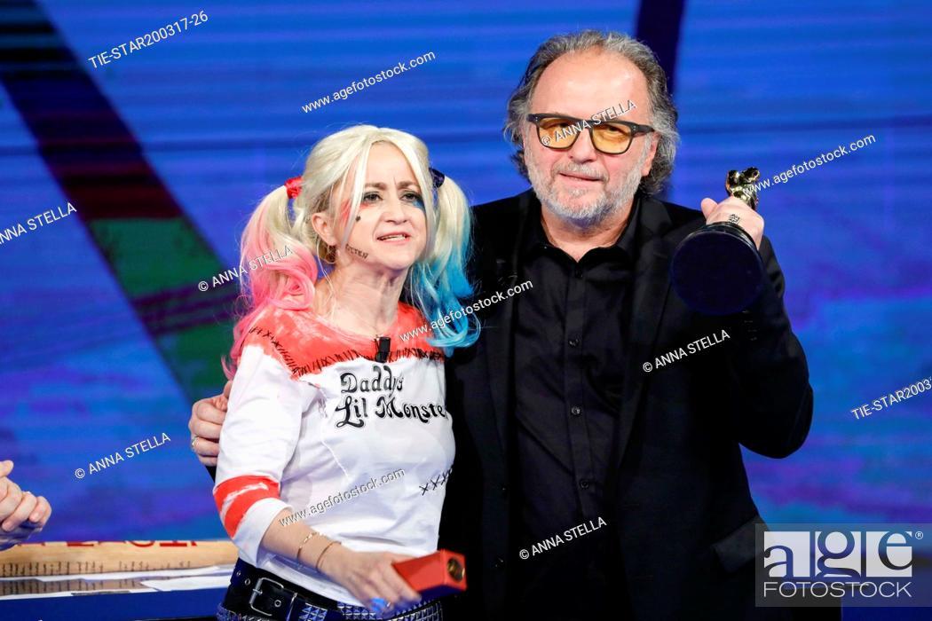 Imagen: Luciana Littizzetto, Alessandro Bertolazzi, winner Academy Award 2017 make up film Suicide squad  during the tv show Che tempo che fa, Milan, ITALY-19-03-2017.