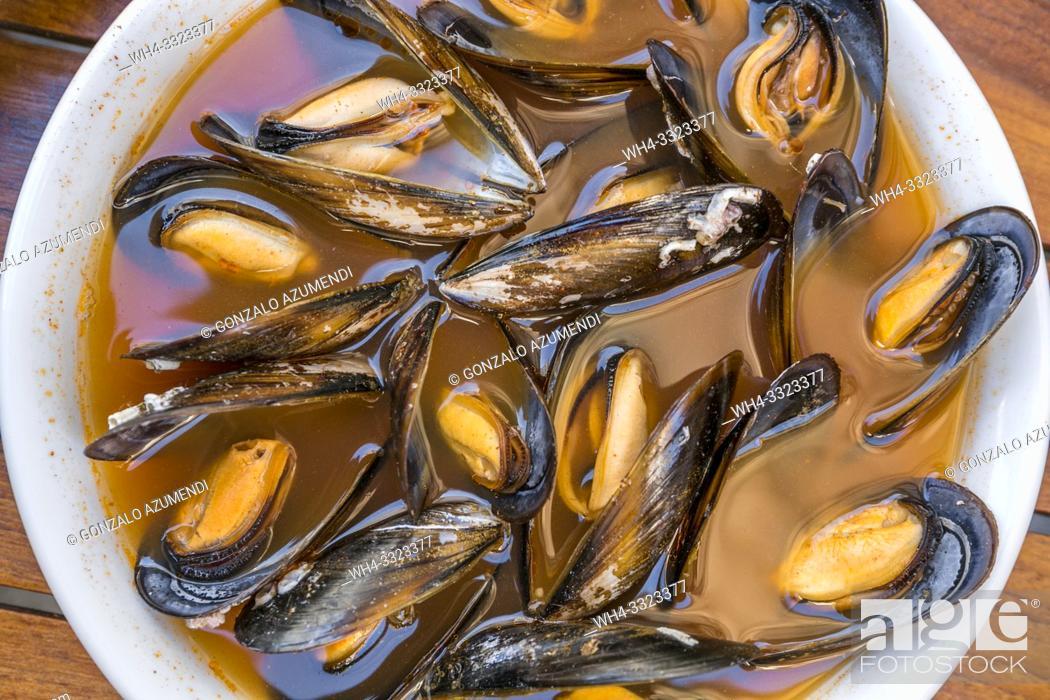 Stock Photo: Valencian Clochinas. Mussels. La Pilareta Restaurant. Valencia. Comunidad Valenciana. Spain.