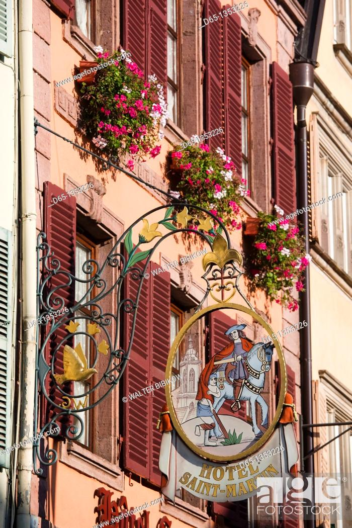 Photo de stock: France, Haut-Rhin, Alsace Region, Alasatian Wine Route, Colmar, town detail.
