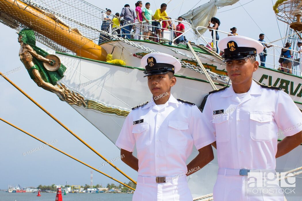 Imagen: Officers of the training ship Cuauhtemoc of Mexico in Cartagena Colombia. South America.