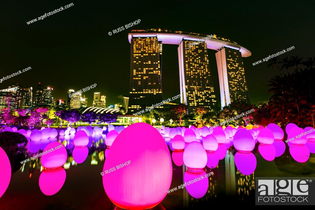 Imagen: Future Together light show at Gardens by the Bay, Singapore, Republic of Singapore.