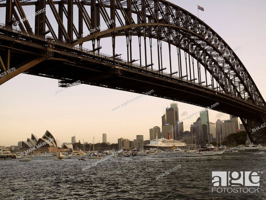 Stock Photo: QE2 arriving in Sydney Harbour, New South Wales, Australia, Pacific.