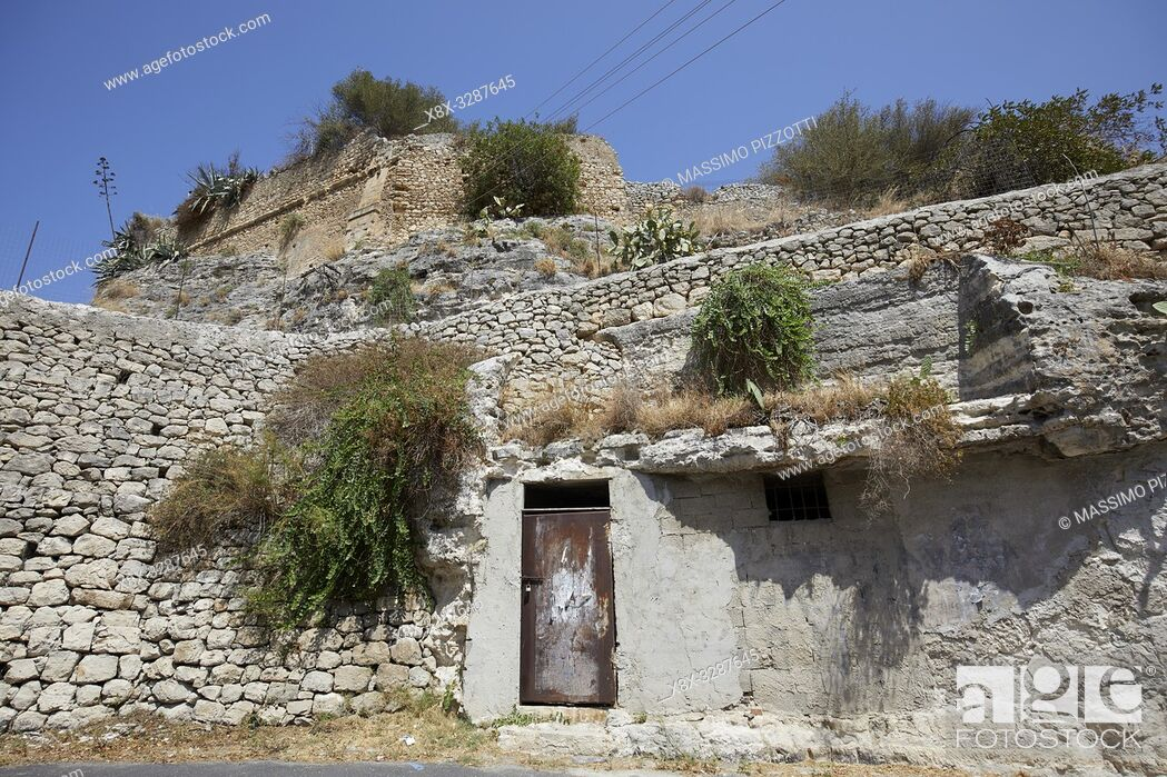 Imagen: The archeological site of Cave of Ispica, Sicily, Italy.
