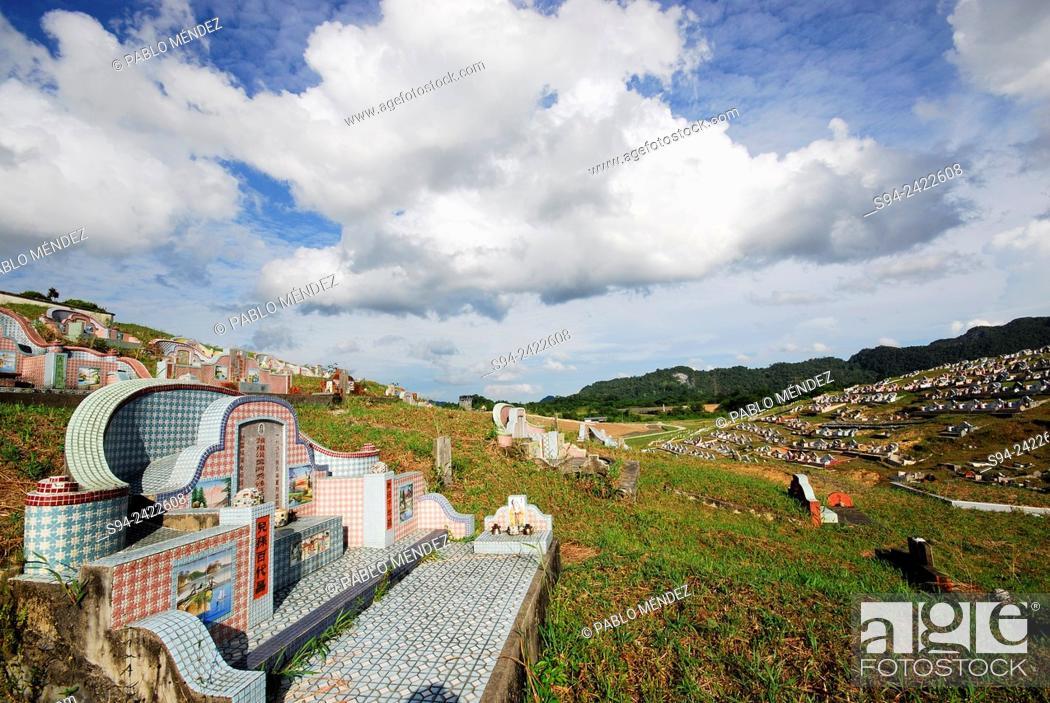Stock Photo: Chinese cemetery near Kampung Batu, region of Padawan, Sarawak, Malasia, Borneo.