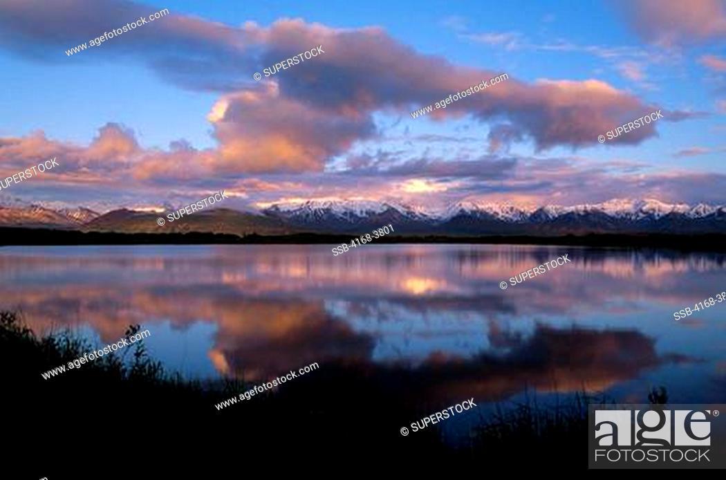 Photo de stock: Usa, Alaska, Denali National Park, Alaska Range Reflecting In Pond, Mt. Mckinley In Clouds.