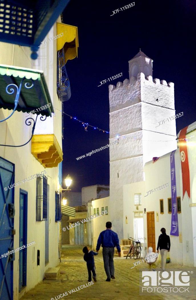 Stock Photo: Tunez: Kairouan Medina  Rue el Kedldi.