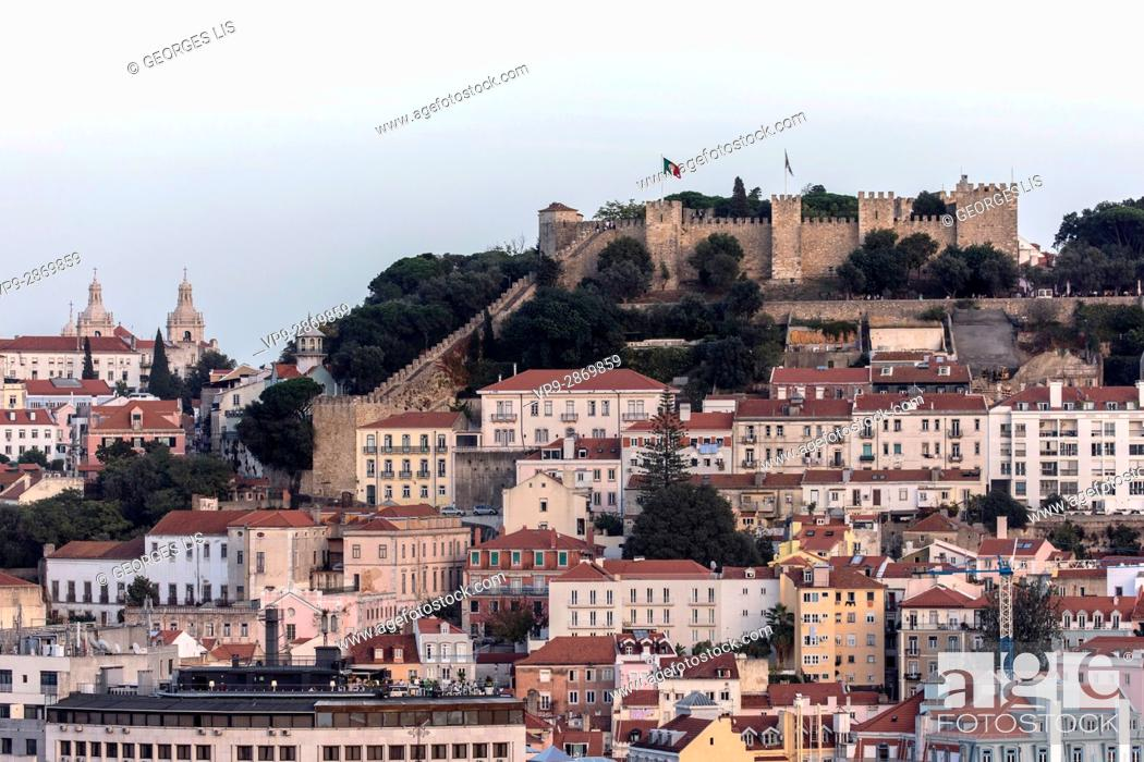 Imagen: Sao Jorge Castle Alfama district Lisbon Portugal.