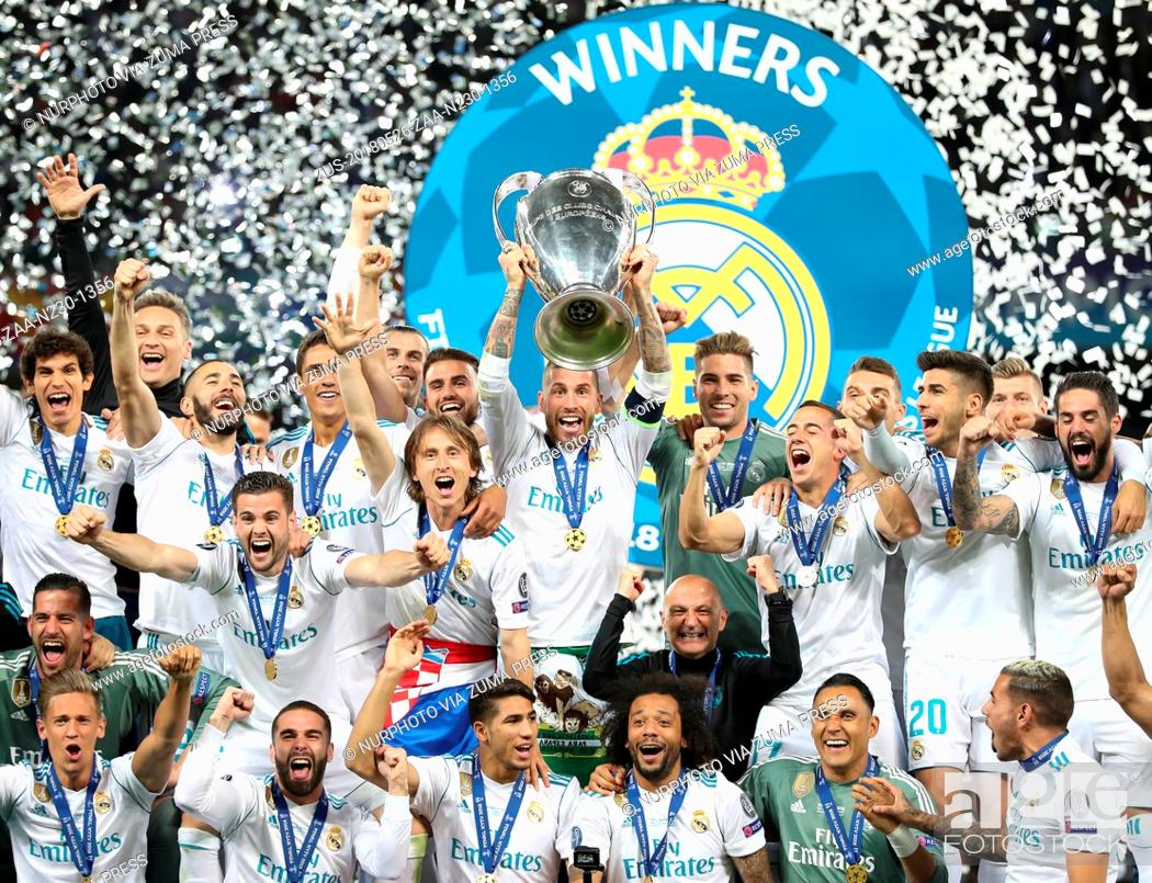 Imagen: May 26, 2018 - Kiev, Ukraine - Sergio Ramos of Real Madrid lifts the trophy during the UEFA Champions League final between Real Madrid and Liverpool on May 26.