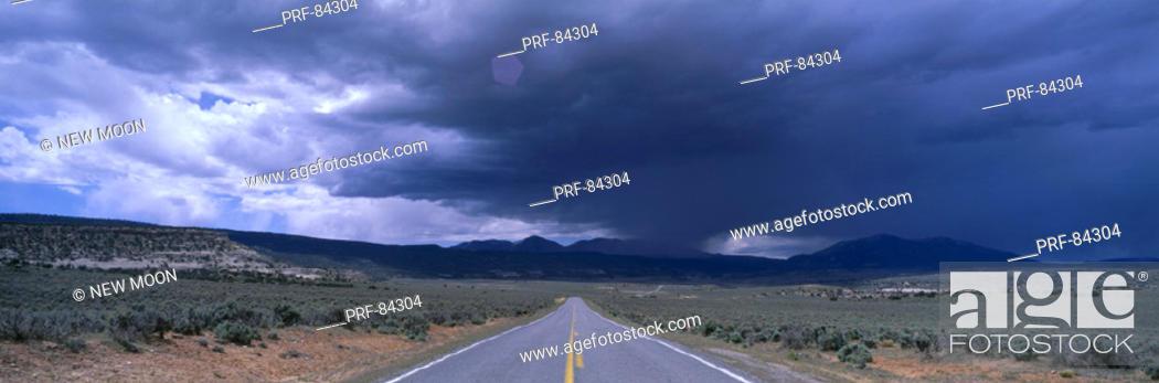Stock Photo: USA, Utah, road, thunderstorm.
