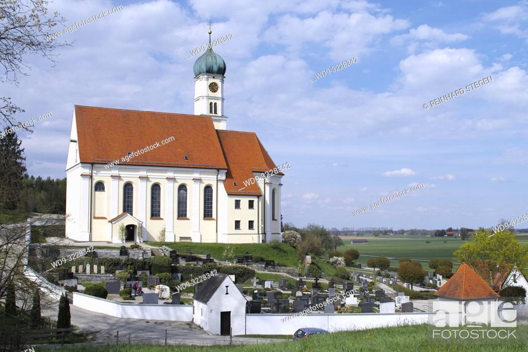 Imagen: small church and cemetery in Bavaria, village Kirch-Siebnach, Augsburg, Bavaria, Germany.