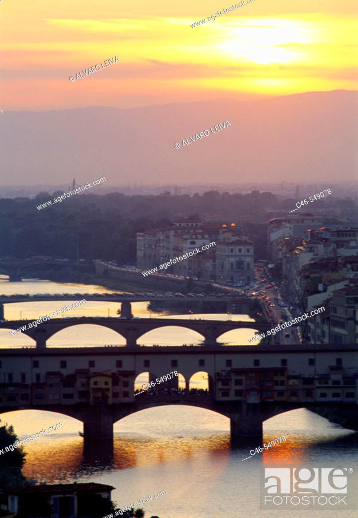 Stock Photo: Ponte Vecchio bridge on river Arno, Florence. Tuscany, Italy.
