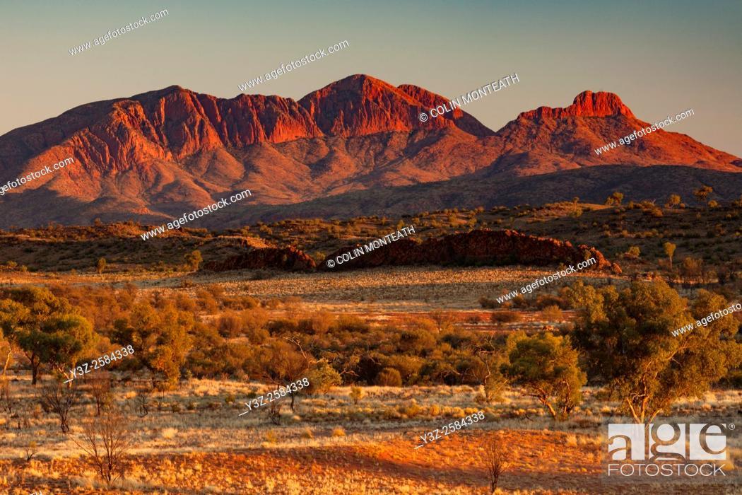 Stock Photo: Mt Sonder, dawn, 4th highest peak in Northern Territory, MacDonnell Ranges, Cenral Australia.