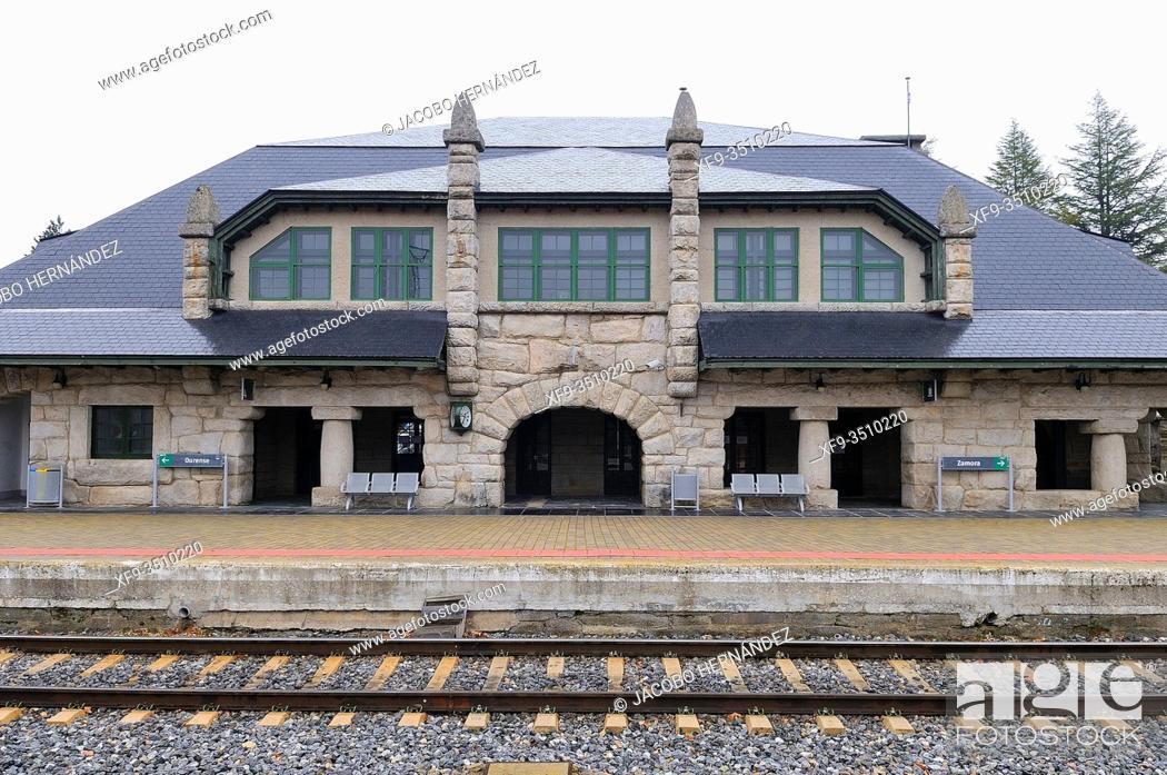 Imagen: Train station of Puebla de Sanabria. Zamora province. Castilla y León. Spain.