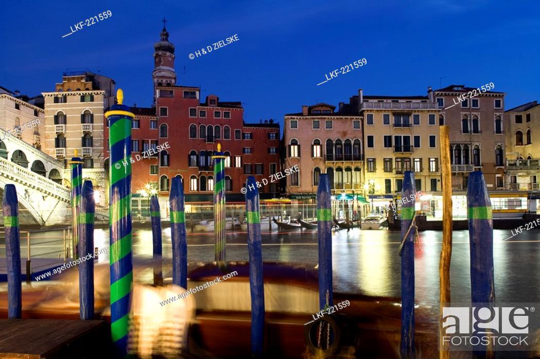 Stock Photo: View of the Rialto Bridge, Venice, Italy, Europe.