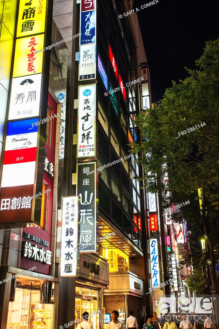 Imagen: Ginza commercial area in the evening, Ginza, Tokyo, Japan.