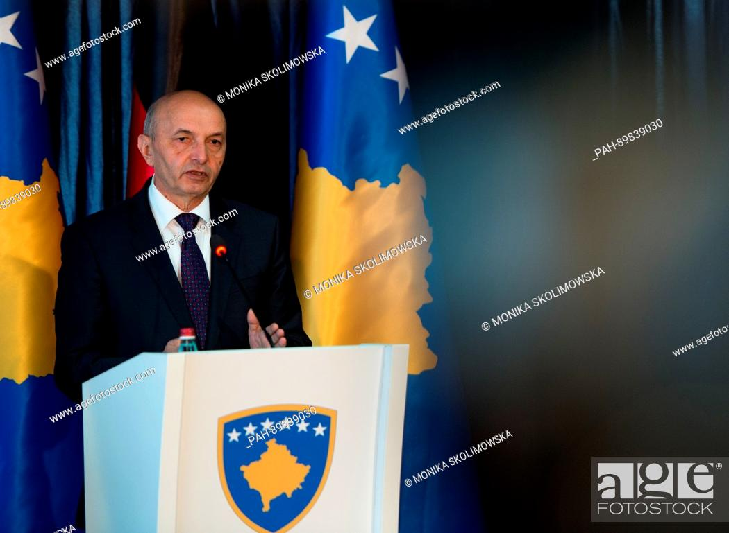 Imagen: Prime Minister of Kosovo Isa Mustafa speaks during a joined press conference with German Minister of Foreign Affairs Sigmar Gabriel (SPD) in Pristina, Kosovo.