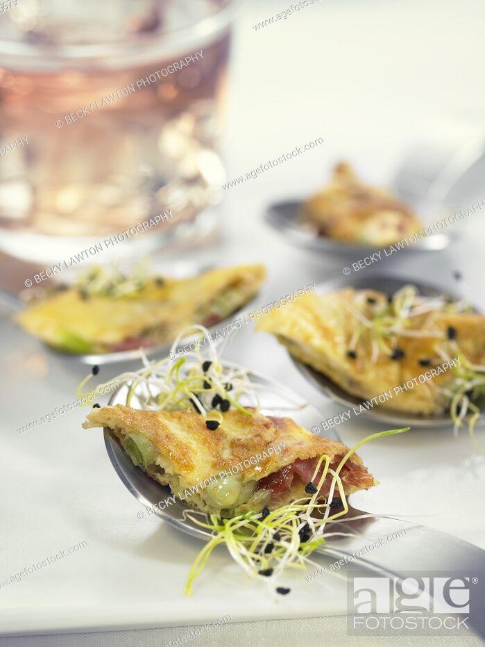 Stock Photo: tortilla de jamon, habitas y ajos tiernos / ham omelette with beans and young garlic.