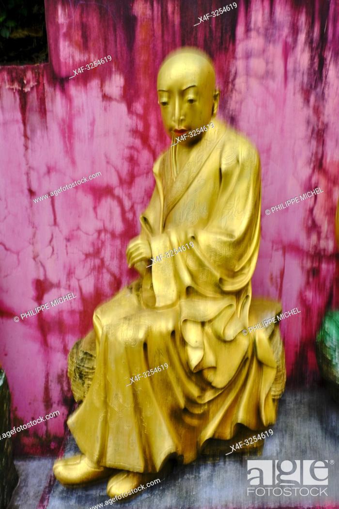 Stock Photo: China, Hong Kong, Kowloon, monastère des dix mille Bouddhas, / China, Hong Kong, Kowloon, Ten Thousand Buddhas Monastery.