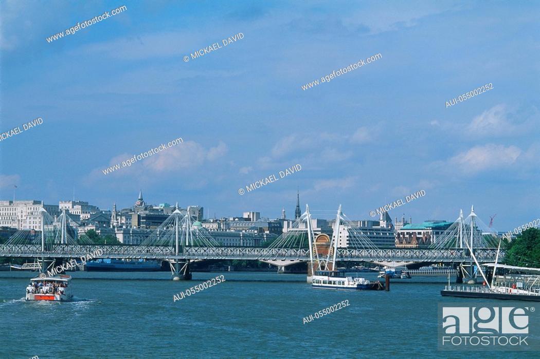 Stock Photo: England - London - The City - The Thames and Millennium Bridge.