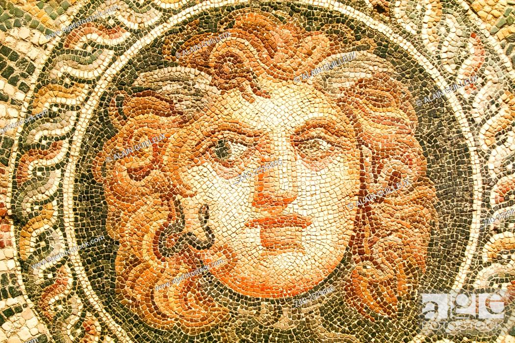 Imagen: Egypt, Alexandria, National Museum, detail of a mosaic representing a Medusa mask, 2nd century AD, found during excavations of the Diana theater.