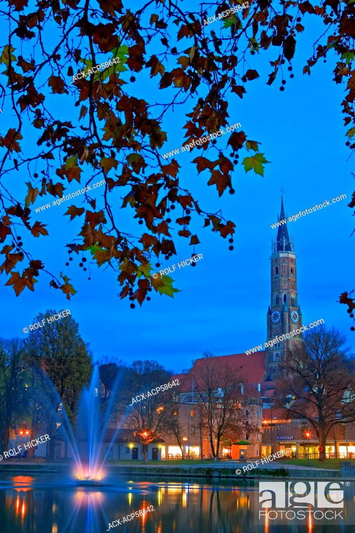 Stock Photo: Martinskirche St Martin's Church bell tower and a fountain fringed by trees along the bank of the Isar River, City of Landshut, Bavaria, Germany, Europe.