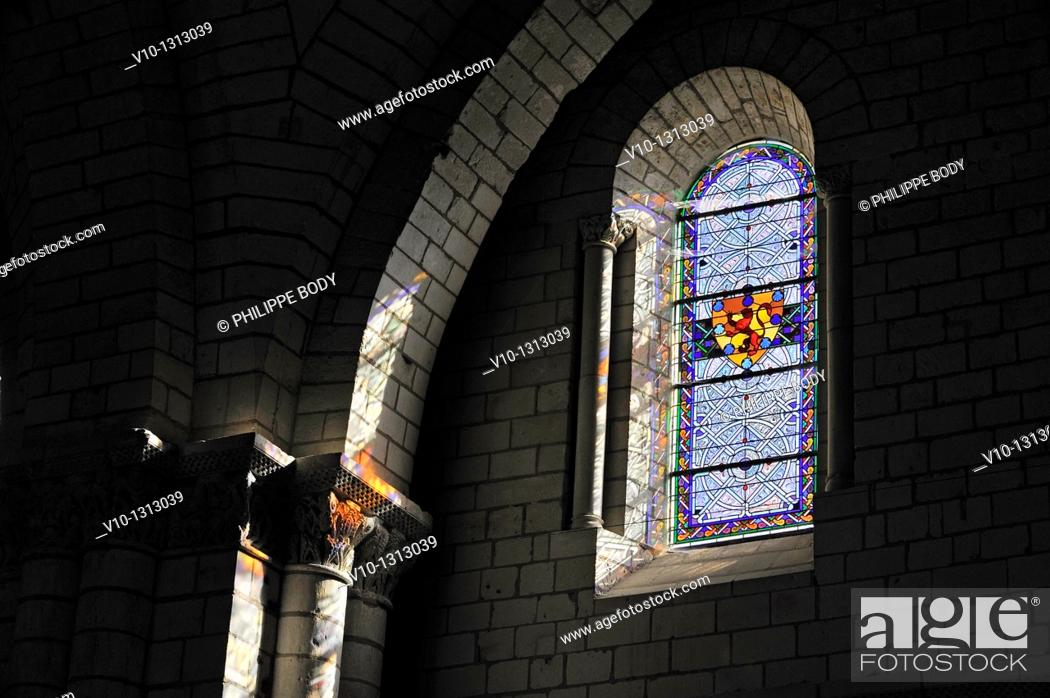 Stock Photo: France, Anjou, Maine et Loire, Fontevraud l'Abbaye, Loire Valley on World Heritage list of UNESCO, Abbaye of Fontevraud, XII-XVII century, main church.
