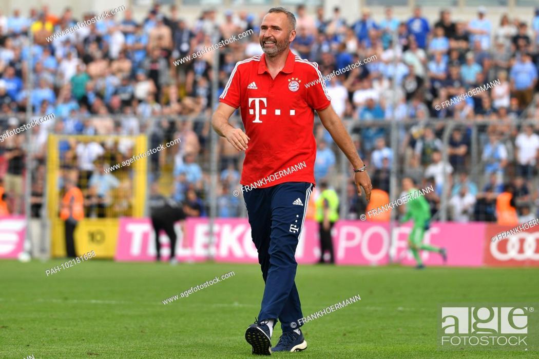 d4f2c0970 Stock Photo - Tim WALTER (coach FCB), single image, cut out, full body  shot, whole figure. Soccer Regional League North: Bayern Munich II -TSV  Munich 1860 ...