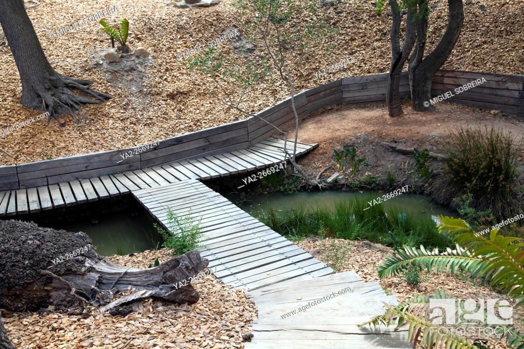 Imagen: Walkways around Stream at Babylonstoren near Franschhoek in Western Cape - South Africa.