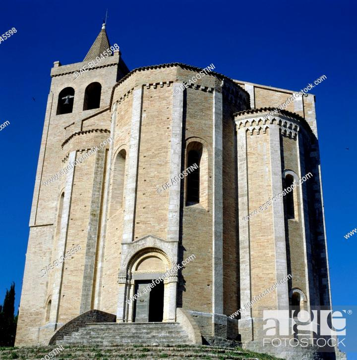 Imagen: The Church of St Mary of the Rock, 1330, Offida, Marche. Italy, 14th century.