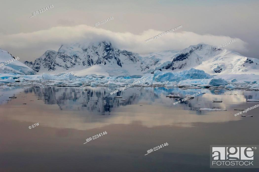 Imagen: Bahia Paraiso, Paradise Bay, Antarctic Peninsula, Antarctica.